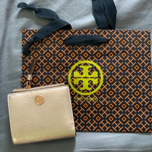 Tory Burch Handbags - NWT Tory Burch Robinson MetalicSilver Mini Wallet
